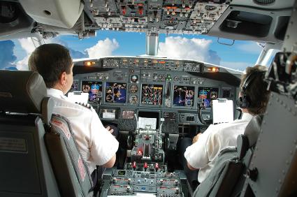 Piloci w kokpicie Boeinga 737